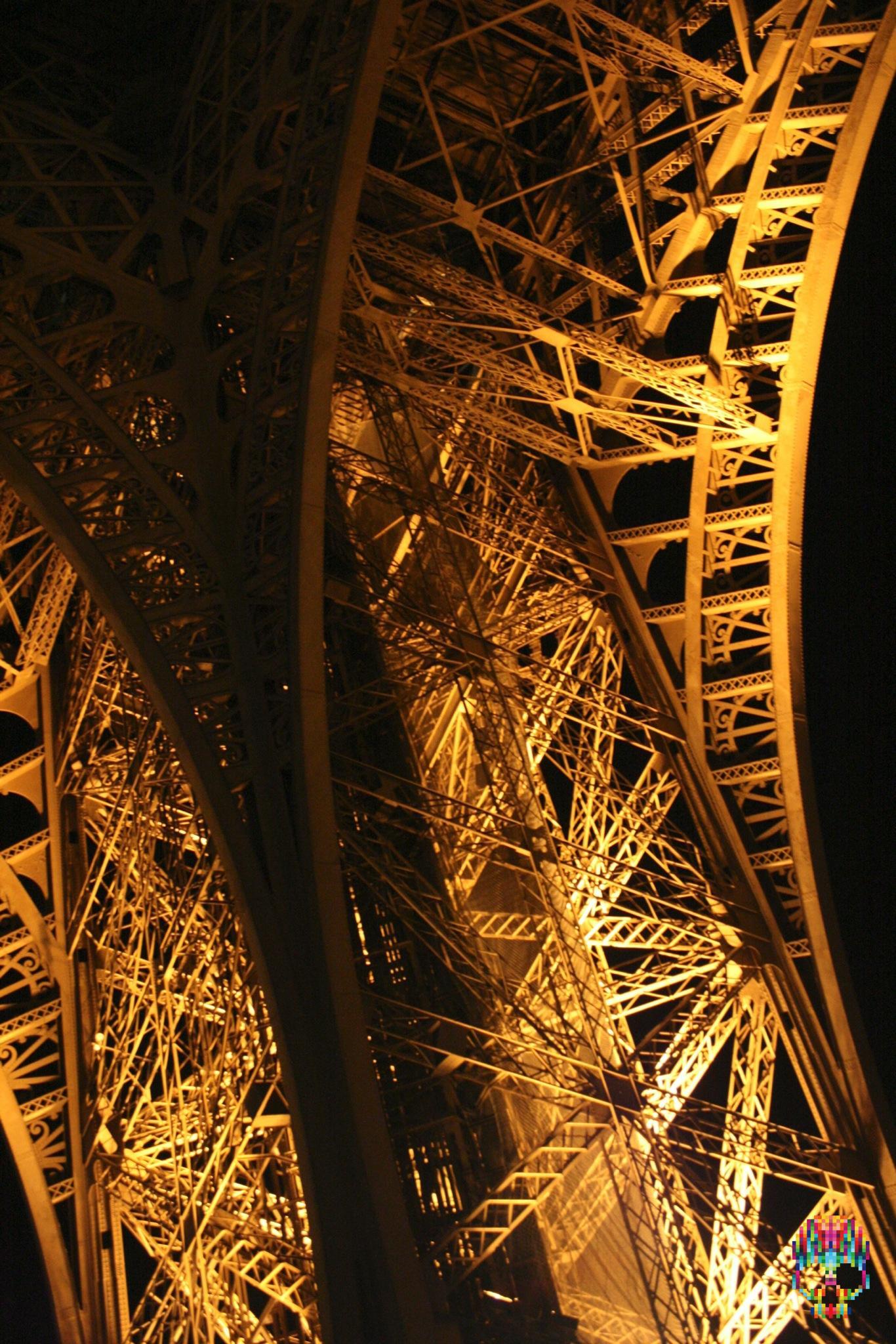 Eiffelturm (Ausschnitt) beleuchtet