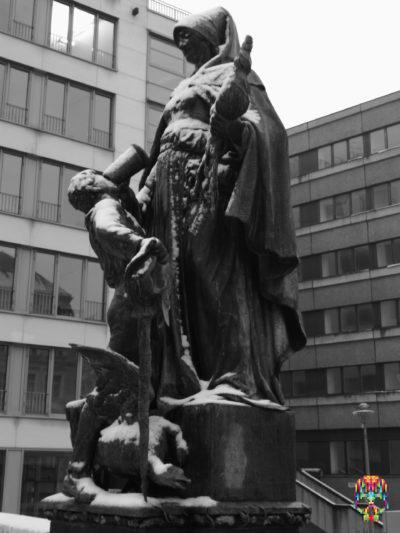 Statue im Schnee, Berlin